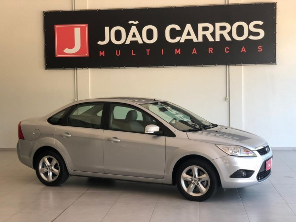 João Carros Multimarcas-GUAPORÉ-FORD-FOCUS-SEDAN-2.0-AUTOMATICO-FLEX-2011-R$ 32.900,00