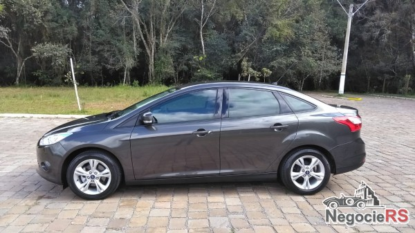 GALLIASSI VEÍCULOS-GUAPOR�-FOCUS-SEDAN-2.0-POWERSHIFT-2015R$ 57.500,00
