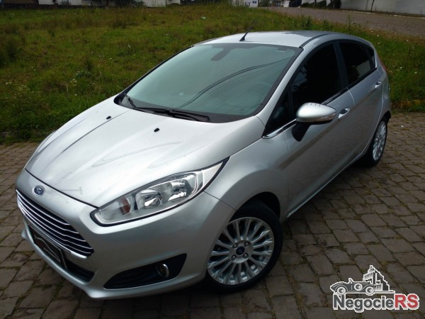 PODER AUTOMOTIVE-FARROUPILHA-FIESTA-1.6-TITANIUM-HATCH-16V-POWERSHIFT-2014-R$ 45.500,00