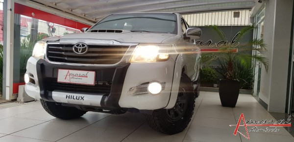HILLUX STD 3.0 4DD MANUAL. 4X4 - 2015